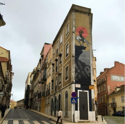 Mural do coletivo americano Cyrcle na Lapa, em Lisboa - com UnderDogs (Crédito: CtrlAltRUA)