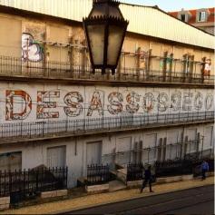 Ação realizada pela artista Mariana Dias Coutinho na Rua do Alecrim (Crédito: CtrlAltRUA)