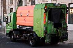Pintura da artista Maria Imaginário no caminhão de coleta de lixo (Facebook GAU )