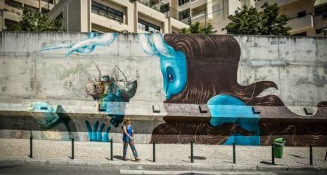 Mural do coletivo Novecinco (Brasil-RJ) em frente à Gare do Oriente