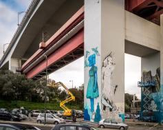 Pintura dos artistas OzeArv e Tamara Alves nos pilares da Ponte 25 de Abril (Crédito: José Vicente)