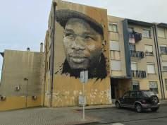 Mural de Vhils com retrato do DJ Nervoso (Crédito: Ctrl+Alt+RUA)
