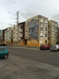 Segundo mural de Vhils feito junto aos moradores (Crédito: Ctrl+Alt+RUA)