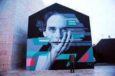 Mural de SKRAN com retrato de Al Berto