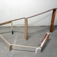 Escultura no equilibrio de Valério Ismaeli