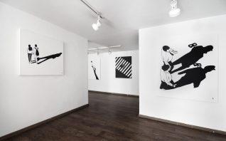 """Telas da exposição """"Il Lato Cieco"""", na Galo Art Gallery, na Itália. (Crédito: Alex Senna/Facebook)"""