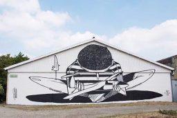 Mural no Zweefvlieg Club Elzc, em Schinveld, na Holanda. (Crédito: StreetArtHeerlen)