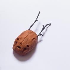 Máscara em escultura de barro