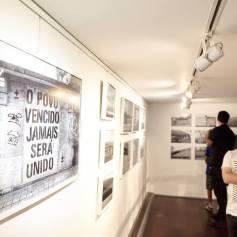 Exposição de MaisMenos na Livraria Arquivo (crédito:facebook/artepublicaleiria)